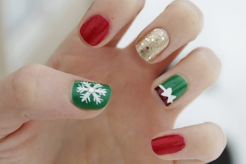 Christmas-Nail-Art-Design-Ideas-2017-74 88 Awesome Christmas Nail Art Design Ideas 2017