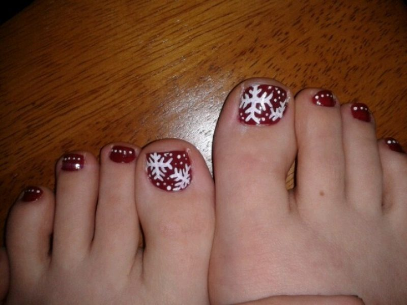 Christmas-Toenail-Art-Design-Ideas-2017-10 45+ Lovely Christmas Toenail Art Design Ideas