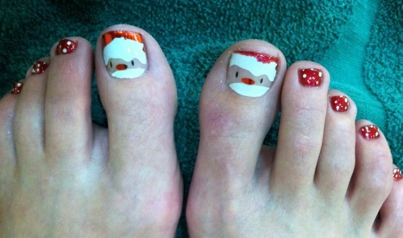 Christmas-Toenail-Art-Design-Ideas-2017-11 45+ Lovely Christmas Toenail Art Design Ideas