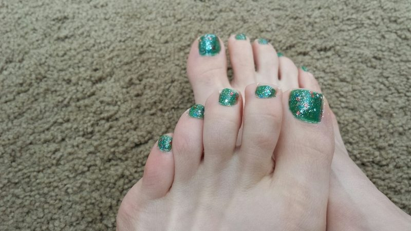 Christmas-Toenail-Art-Design-Ideas-2017-13 45+ Lovely Christmas Toenail Art Design Ideas