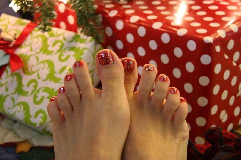 Christmas-Toenail-Art-Design-Ideas-2017-14 45+ Lovely Christmas Toenail Art Design Ideas