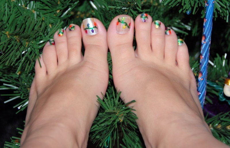 Christmas-Toenail-Art-Design-Ideas-2017-17 45+ Lovely Christmas Toenail Art Design Ideas