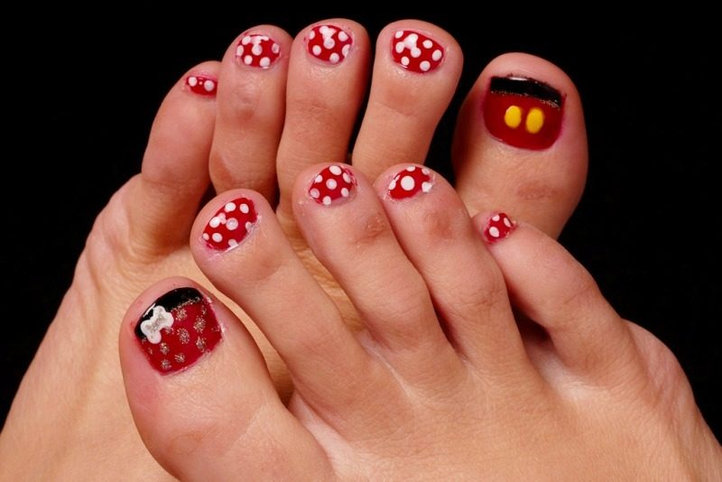 Christmas-Toenail-Art-Design-Ideas-2017-19 45+ Lovely Christmas Toenail Art Design Ideas