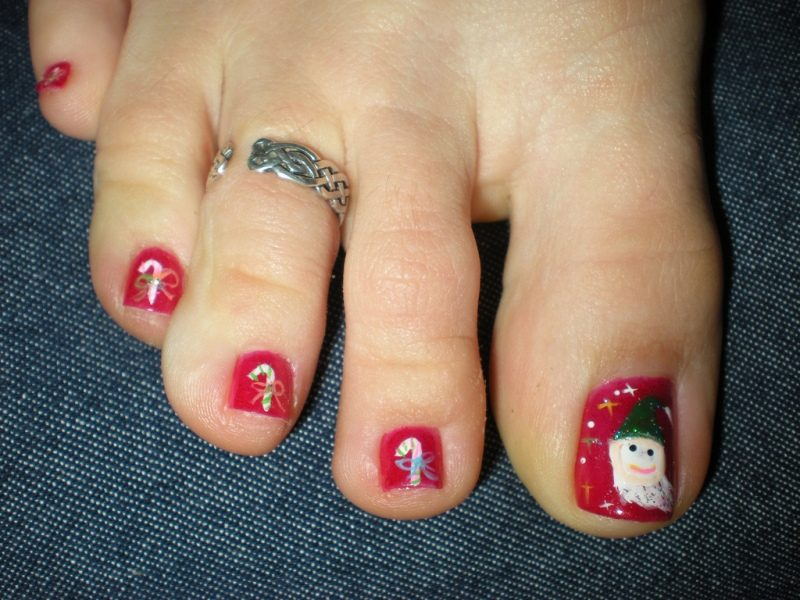 Christmas-Toenail-Art-Design-Ideas-2017-20 45+ Lovely Christmas Toenail Art Design Ideas