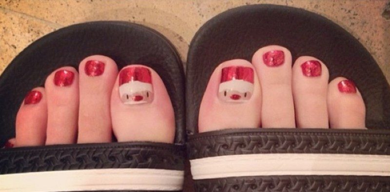 Christmas-Toenail-Art-Design-Ideas-2017-22 45+ Lovely Christmas Toenail Art Design Ideas
