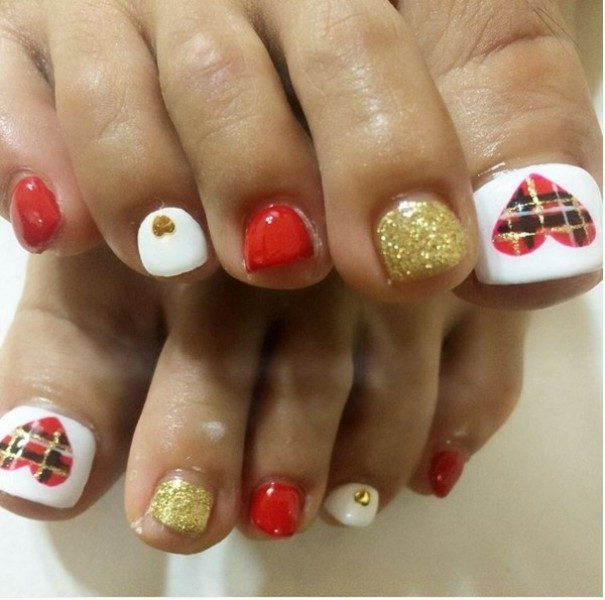 Christmas-Toenail-Art-Design-Ideas-2017-28 45+ Lovely Christmas Toenail Art Design Ideas