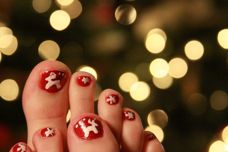 Christmas-Toenail-Art-Design-Ideas-2017-44 45+ Lovely Christmas Toenail Art Design Ideas