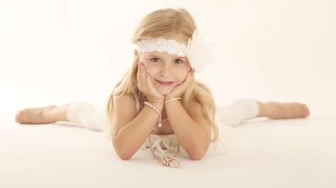 F44FF143C65EE1AF3EB4EE091BF69DEC-475x267 How Do You Select Gemstones For Young Girls?