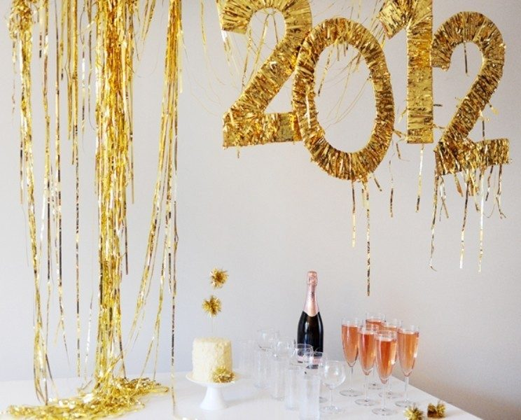 New-Years-Eve-2017-Decorating-Ideas-45 84 Awesome New Year's Eve 2017 Decorating Ideas