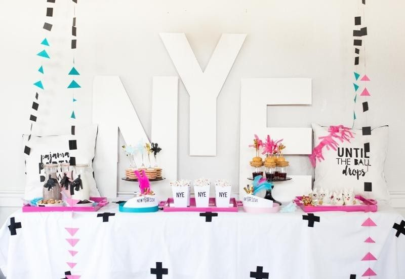 New-Years-Eve-2017-Decorating-Ideas-70 84 Awesome New Year's Eve 2017 Decorating Ideas