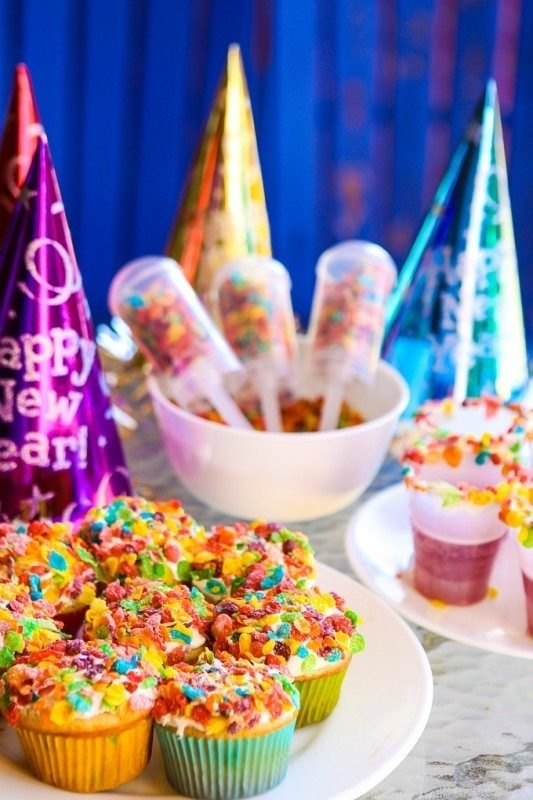 New-Years-Eve-2017-Decorating-Ideas-76 84 Awesome New Year's Eve 2017 Decorating Ideas