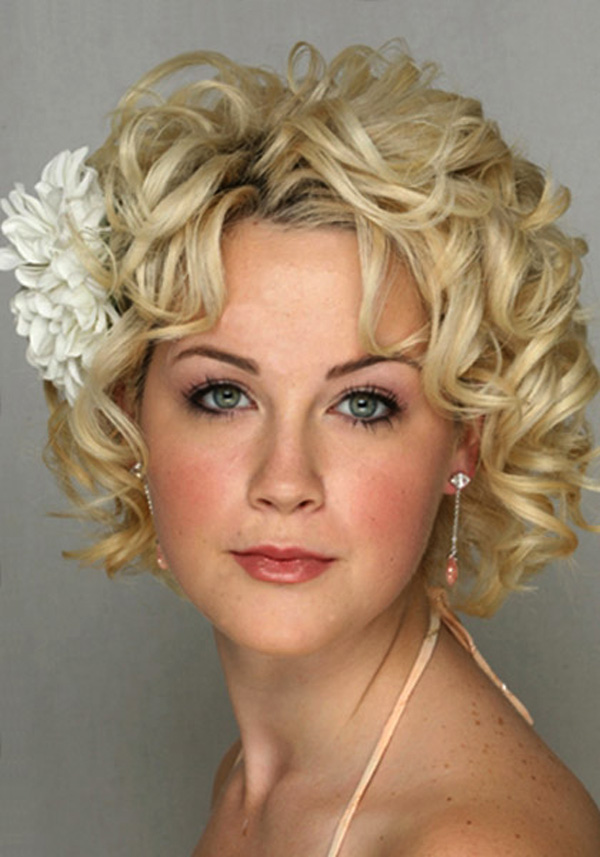 short-blonde-curly-hairstyles Sexiest Prom Hairstyles for Short Hairs