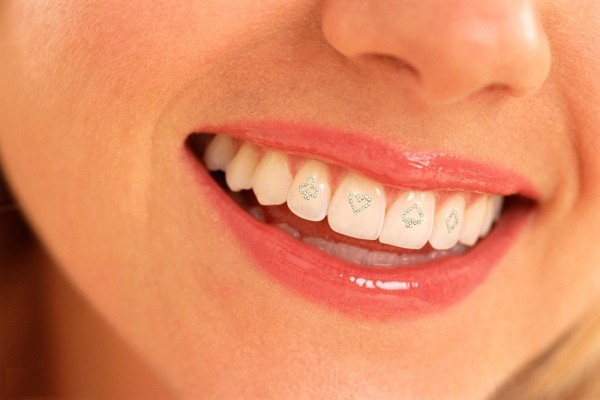 2748482_f24a_1024x2000 45 Amazing Teeth Jewelry Pieces For Extra Beauty