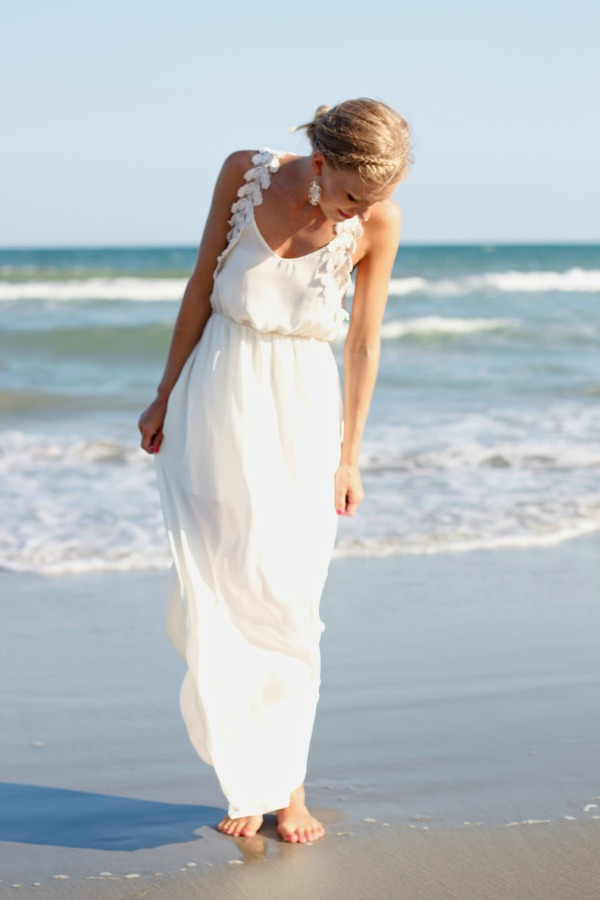 All-White-Beach-Outfit1 20+ White Party Outfits Ideas for Women in 2018