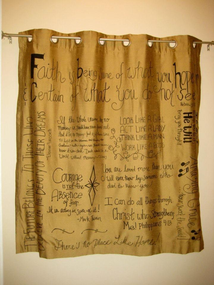 Favorite-Quotes-Curtain2 37+ Creative Curtains Design Ideas To DIY