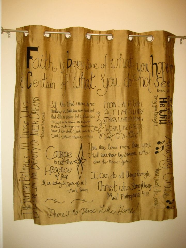 Favorite-Quotes-Curtain2 37+ Creative Curtains Design Ideas To DIY