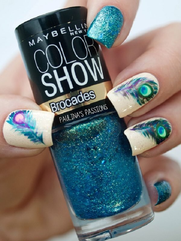 Peacock-feather-nails-with-metallic-glitters 36 Easiest Feather Nail Art Designs