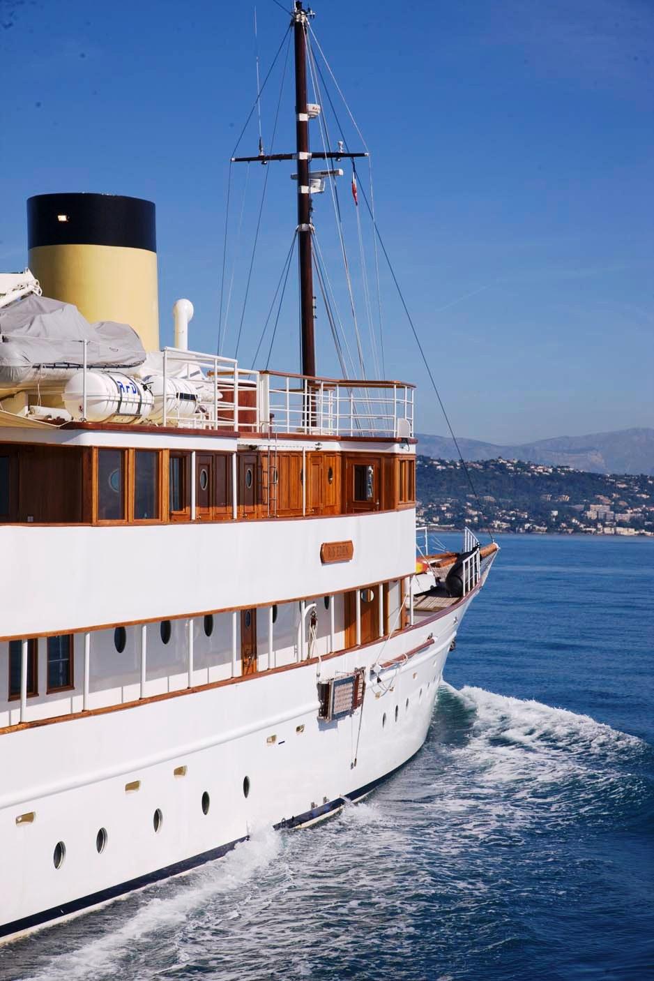 RS-EDEN-Exterior-6 Top 10 Craziest Future Boat Designs