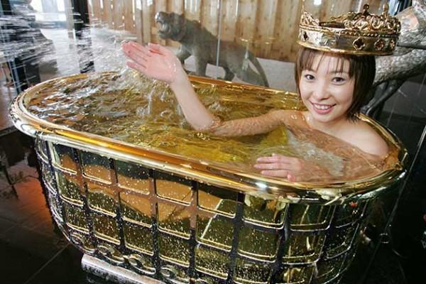 RTRFY5W 69 Most Expensive Gemstones Bathtubs