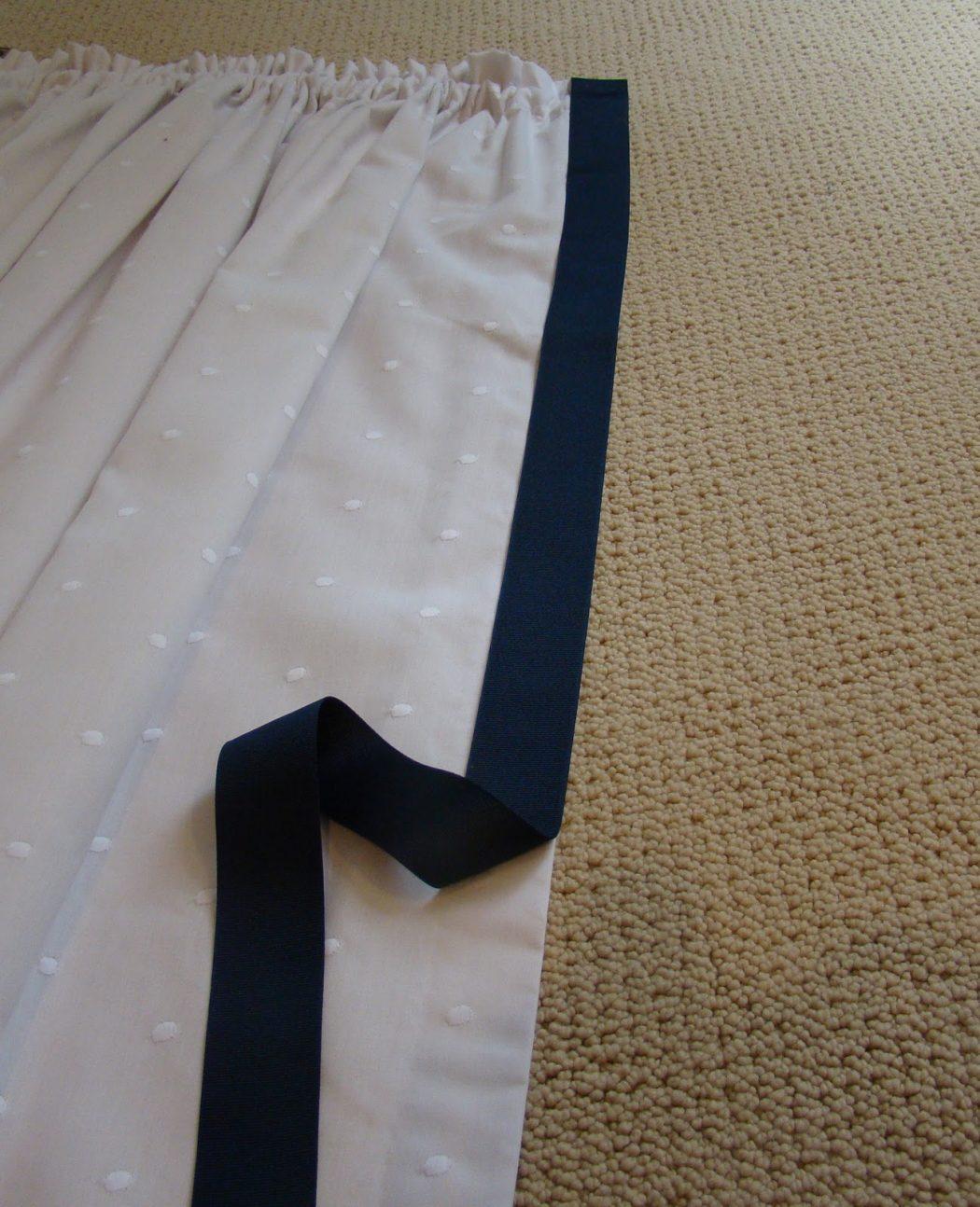 Ribbon-Glued-Curtain2 37+ Creative Curtains Design Ideas To DIY