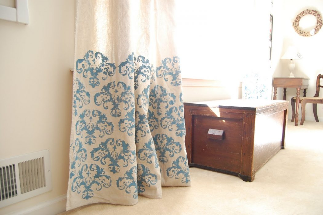 Stenciled-Curtains2 37+ Creative Curtains Design Ideas To DIY