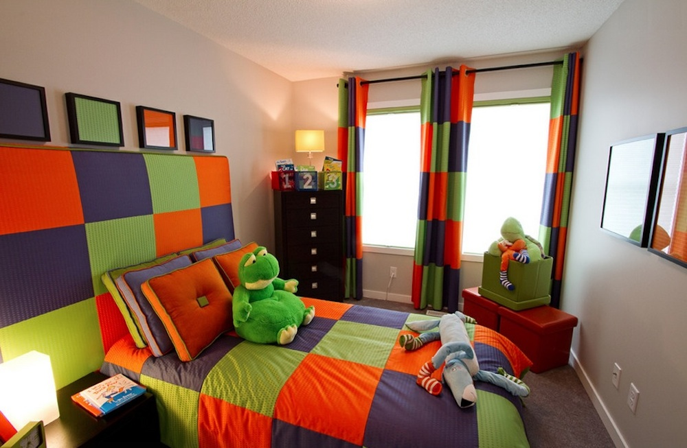 Triadic-kids-room-design-with-pretty-color-combinations-in-rainbow-colors-including-curtain-and-bedding 5 Main Bedroom Design Trends For 2017