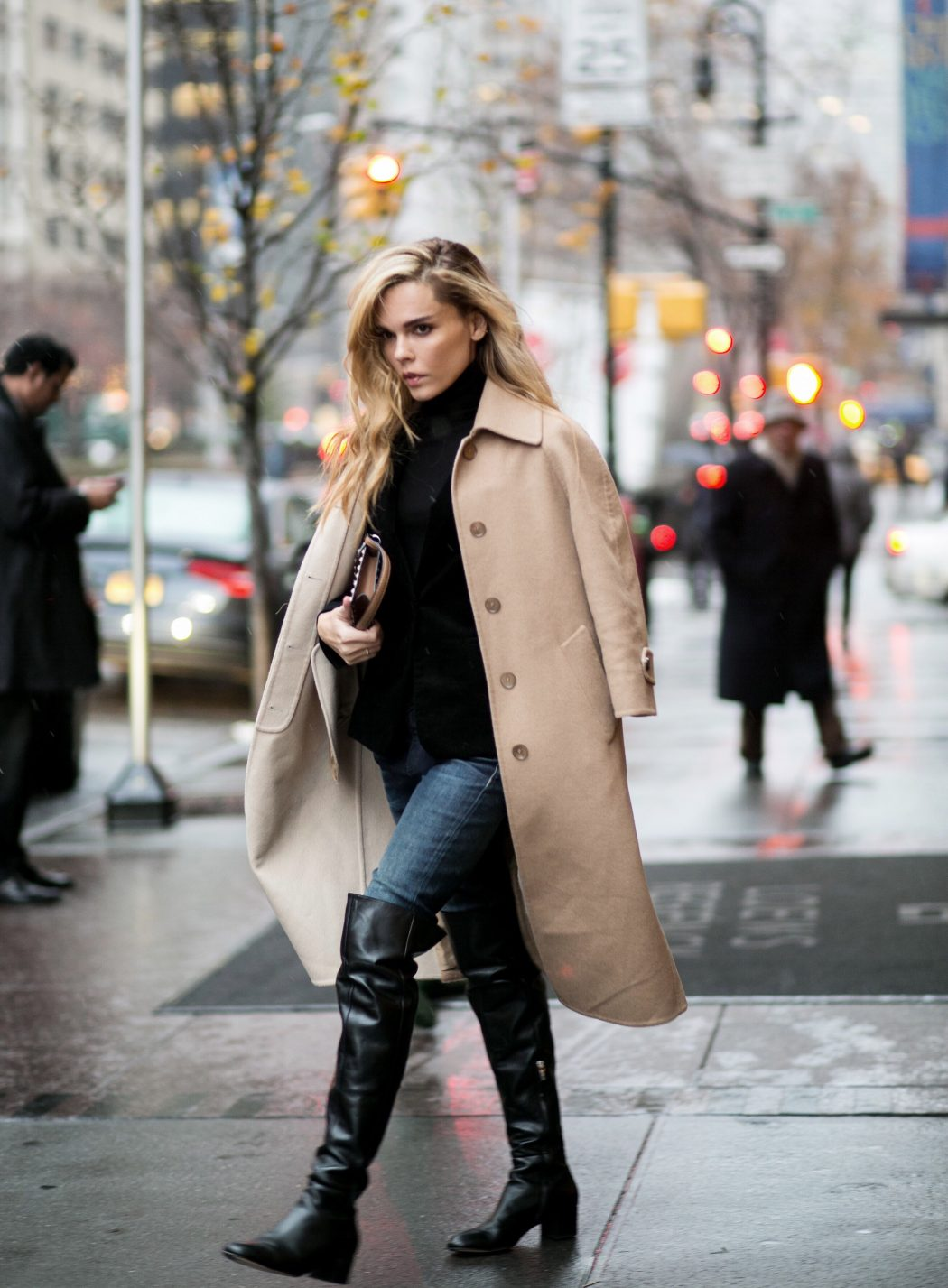 Up-To-The-Knees-Boots4 Top 10 Most Stylish Boot Trends