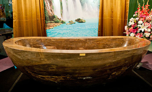 Worlds-First-Gemstone-Bathtub-Le-Grand-Queen-4 69 Most Expensive Gemstones Bathtubs