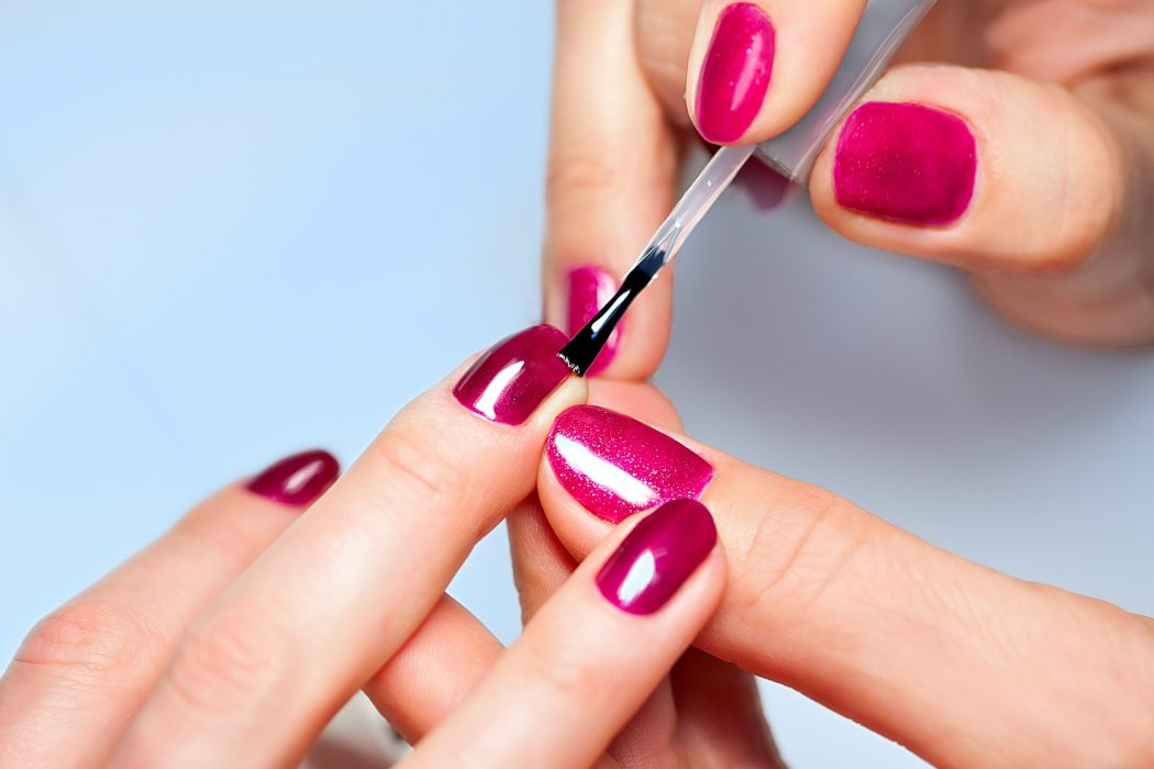 applying-nail-polish1 +15 Hottest Caviar Manicure Creative Ideas to Apply in 2020