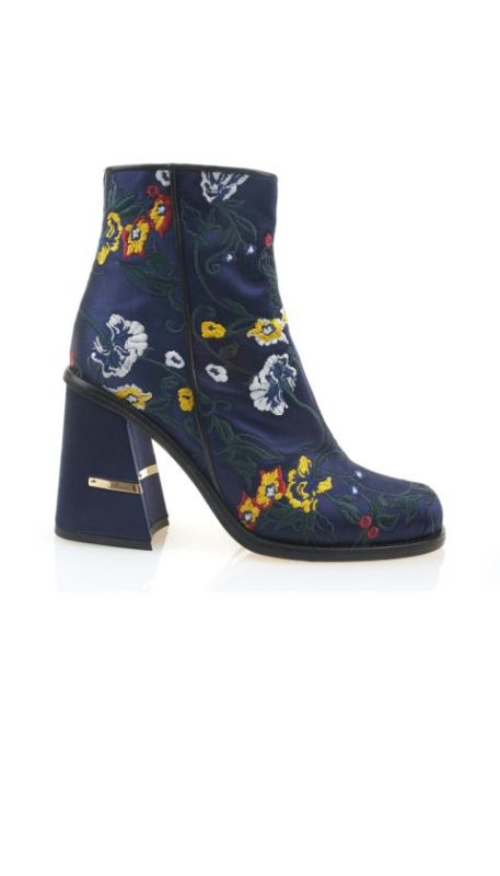 catchy-prints-1 24+ Most Stylish Boot Trends for Women in 2020