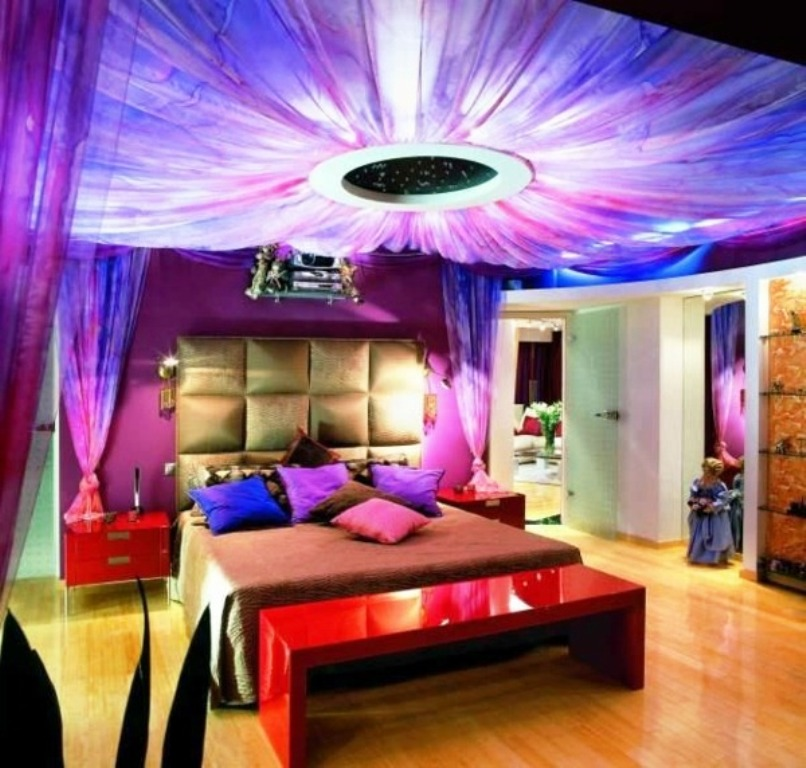glamorous-ceiling-design-for-creative-colorful-bedroom-ideas_luxury-elegant-headboard_red-glossy-bench-nightstands_modern-stylish-bedspread_purple-rooms-walls 5 Main Bedroom Design Trends For 2018