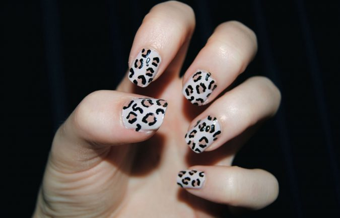 leopard-print-nails-005-675x433 6 Most Stylish Leopard and Cheetah Nail Designs