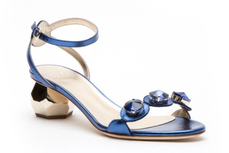 low-or-kitten-heels-3 28+ Catchiest Women's Shoe Trends to Expect in 2021