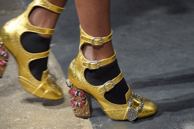 metallic-shoes-1 28 Catchiest Women's Shoe Trends to Expect in 2017
