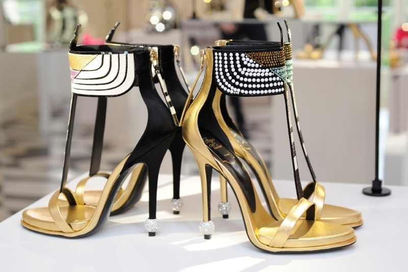 metallic-shoes-2 28 Catchiest Women's Shoe Trends to Expect in 2017