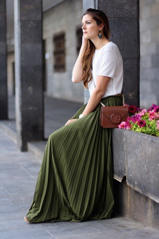 olive-green-and-khaki-outfits-7 15 Hottest Fashion Color Trends You'll Love in 2019