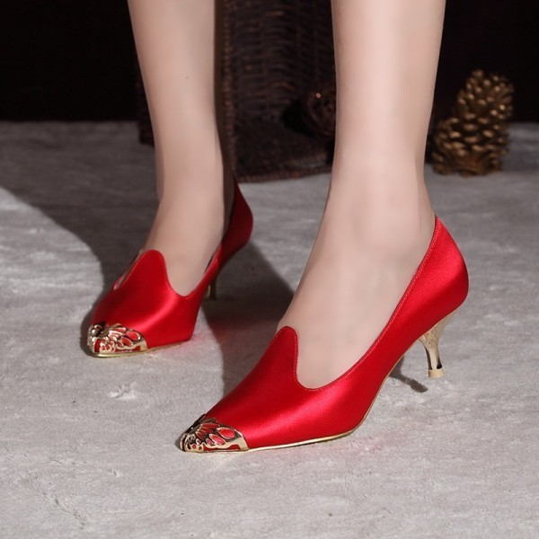 pointy-toes-1-1 28+ Catchiest Women's Shoe Trends to Expect in 2021