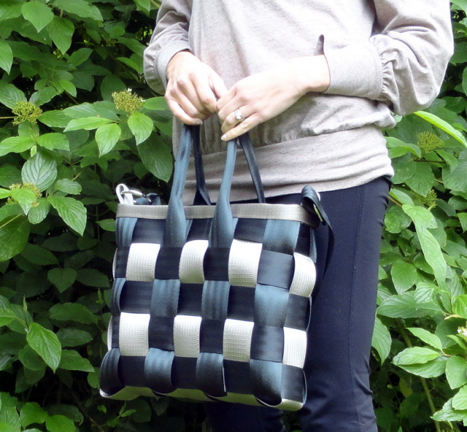 se-675x625 Top 10 Unusual Handbags That Are in Fashion