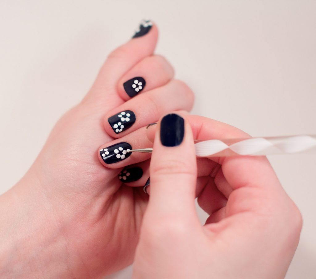 step2 36 Easiest Feather Nail Art Designs