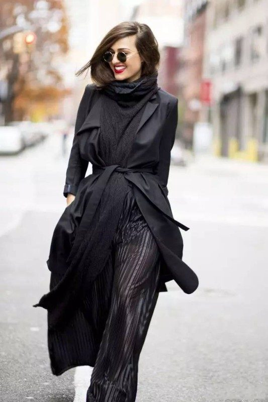 stunning-black-dresses-and-outfits-5 15 Hottest Fashion Color Trends You'll Love in 2020