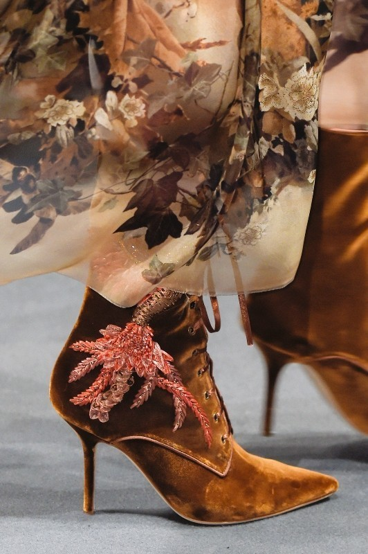 suede-shoes-1 28 Catchiest Women's Shoe Trends to Expect in 2017