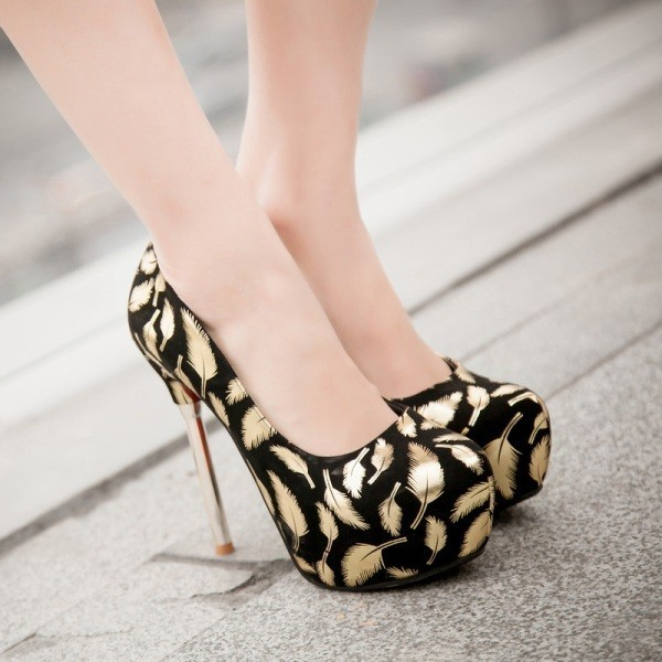 super-high-platforms-2 28+ Catchiest Women's Shoe Trends to Expect in 2021