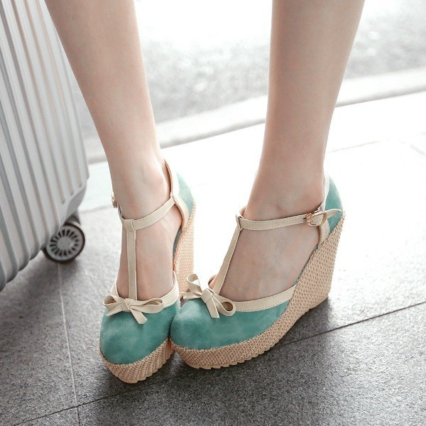 super-high-platforms-5 28+ Catchiest Women's Shoe Trends to Expect in 2021