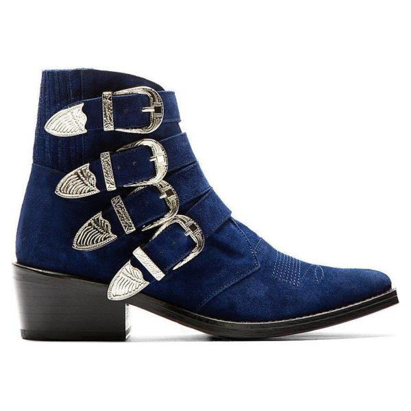 using-buckles-1 24+ Most Stylish Boot Trends for Women in 2020