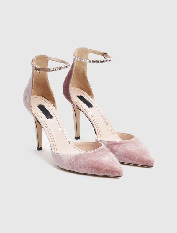 velvet-shoes-1 28+ Catchiest Women's Shoe Trends to Expect in 2020