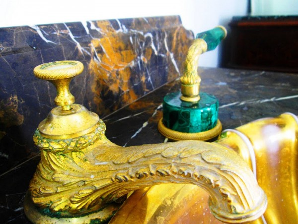 vintage-sherle-wagner-faucet-burnished-gold-plate-spout-handle-malachite-marble-countertop 55 Most Famous Diamond faucets