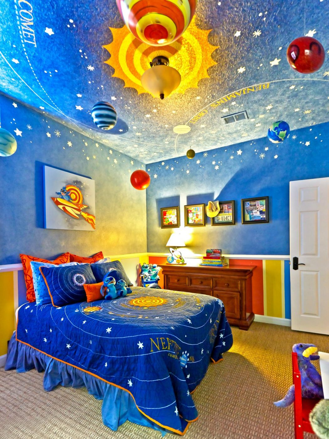 Original_Glenda-Hobus-Space-Themed-Kids-Room_s3x4.jpg.rend_.hgtvcom.1280.1707 +25 Marvelous Kids' Rooms Ceiling Designs Ideas
