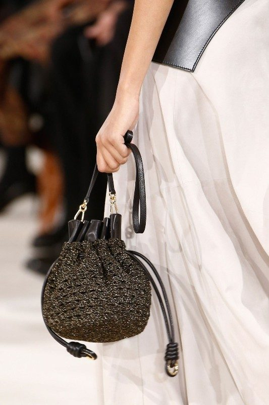 bucket-bags-7 26+ Awesome Handbag Trends for Women in 2020