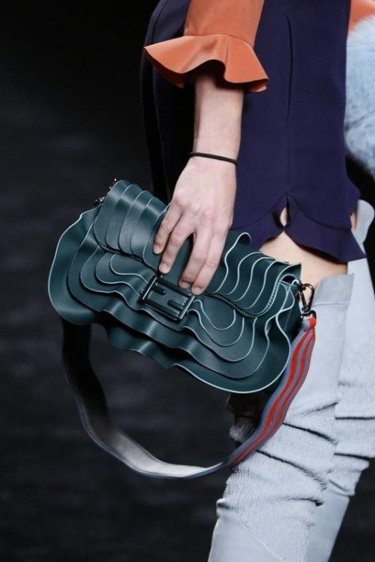 catchy-top-handles-and-straps-1 26+ Awesome Handbag Trends for Women in 2018