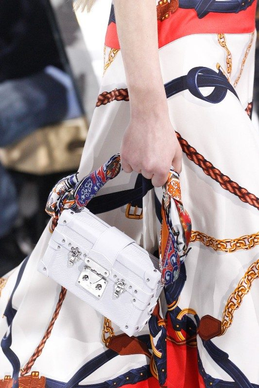 catchy-top-handles-and-straps-2 26+ Awesome Handbag Trends for Women in 2018
